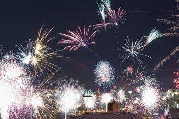 Feuerwerk über den Dächern Prags