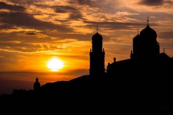Tolle Gegenlichtaufnahmen kannst du bei Sonnenuntergang machen.