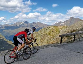 Erkunde mit dem Rennrad die schönsten Alpenpässe!