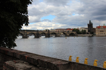 Blick von der Kampa auf die Karlsbrücke.