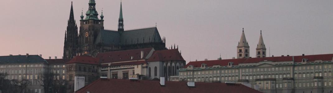 Die Prager Burg ist eines der Wahrzeichen der Stadt.