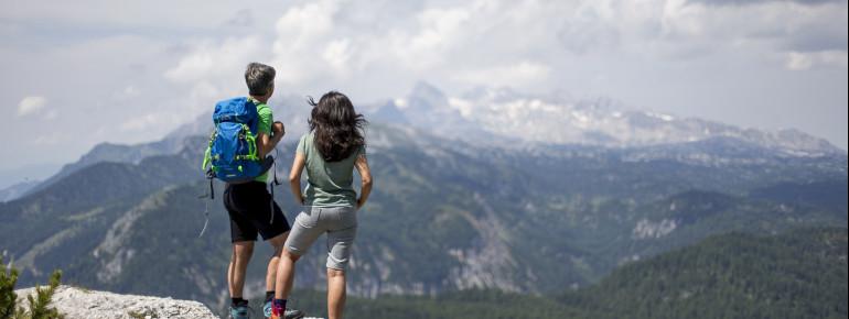 """Spannende Ausblicke auf die Landschaften der Steiermark erwarten dich auf dem Weitwanderweg """"Vom Gletscher zum Wein"""""""