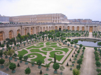 Versailles – absolutist France's center of power.