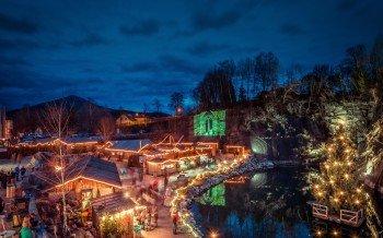 Der illuminierte Steinbruch ist das Markenzeichen der Granitweihnacht in Hauzenberg.