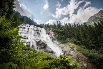 Der Grawa Wasserfall ist eines der Highlights am WildeWasserWeg im Stubaital.