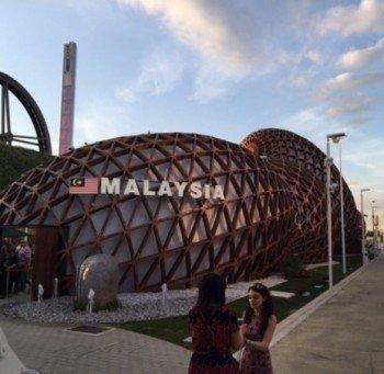 Many pavilions, lake Malaysia, make use of cinema screens