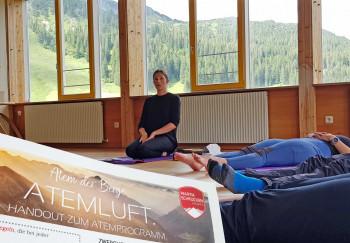 Atemkurse in Seminarräumen oder an der frischen Luft helfen bei der Erholung.