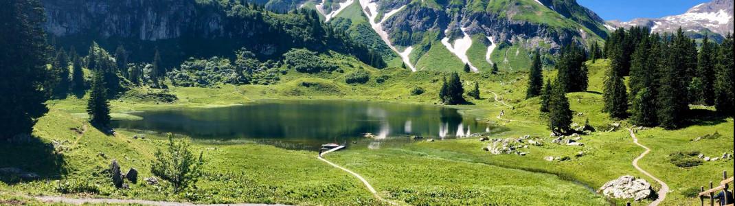 Eine Wanderung zum Körbersee mit Einkehr im Berghotel Körbersee ist Pflicht!