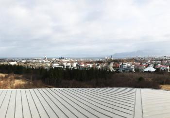 Blick über die Stadt Reykjavík vom Dach des Perlan Museum.