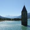 Der versunkene Turm im Reschensee.