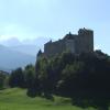 Der Weg führt vorbei an zahlreichen Burgen und Schlössern.