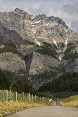 The Canadian Rocky Mountains provide a fantastic panoramic landscape for your tour!