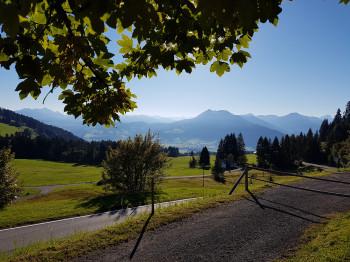 Während der Tour kannst du einen atemberaubenden Ausblick in Richtung Bregenzerwald genießen.