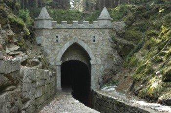 Eingang zum Tunnel des Schwarzenberger Schwemmkanals