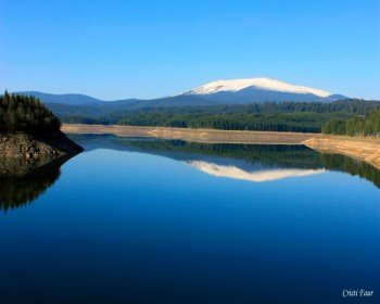 Lake Oasa is one of the most beautiful natural highlights along the way.