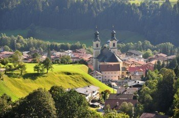 Blick auf den Ort Hopfgarten im Brixental