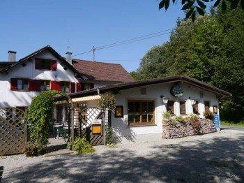 Der Gasthof Vilstalsäge ist eine der zahlreichen Einkehrmöglichkeiten auf der Mountainbike-Rundtour.