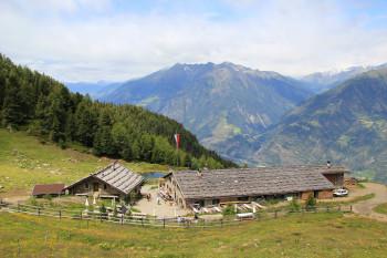Ziel der Tour ist die Naturnser Alm.