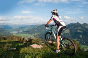 Die Strecke hält einen tollen Ausblick auf die Kitzbüheler Alpen bereit.