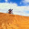 Entgegen aller Annahmen ist der Slickrock Trail lediglich bei Nässe glatt; seine Oberfläche gleicht der Struktur von Sandpapier.