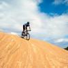 Der Slickrock Trail ist einer der berühmtesten und beliebtesten Bike-Routen der Welt. Weiße Wegmarkierungen garantieren, dass keiner verloren geht oder sich verirrt.