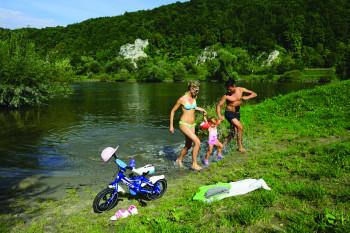 Entlang des Radwegs bieten sich immer wieder Rast- und Bademöglichkeiten.