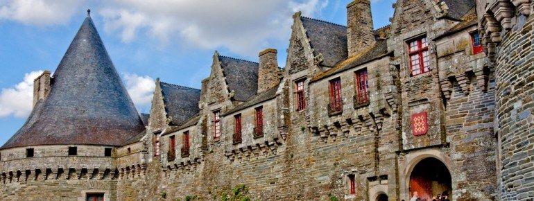 Unterwegs kommst du an der Burg von Pontivy vorbei.