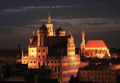 Augsburger Dom und Rathaus bei Nacht