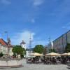 Cafés am Lindlbrunnen auf dem Stadtplatz in Traunstein