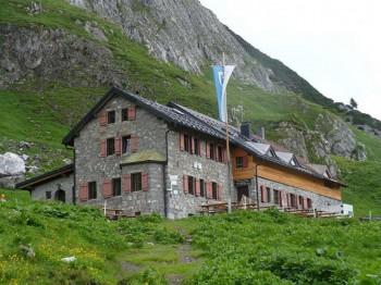 In der Ravensburger Hütte wirst du mit frisch zubereiteten Produkten aus der Region verwöhnt.