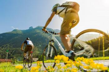 Der Tauernradweg führt durch eine wunderschöne Landschaft.