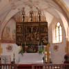 In der Filialkirche in Gebertsham bei Lochen am See steht der Flügelaltar von M. Guggenbichler.