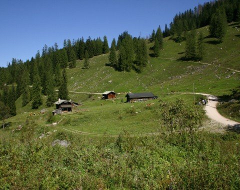 View of the last few huts before the descent to Kessel starts.