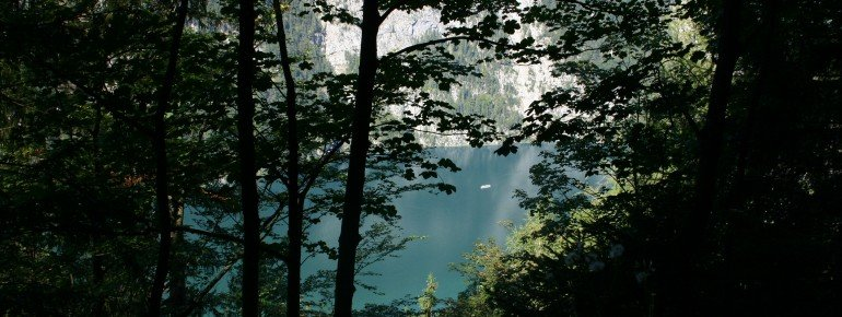 Throughout the hike, you come across beautiful views over lake Königssee.