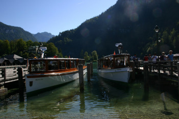 At the end of the hike, you go back to the starting point by boat.