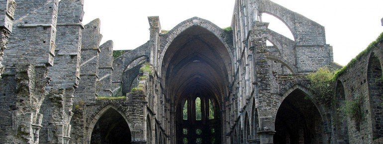 The impressive ruins of the Cistercian monastery.