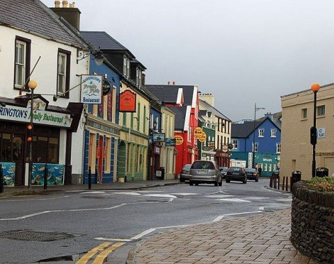 The colourful houses are characteristic for Dingle.
