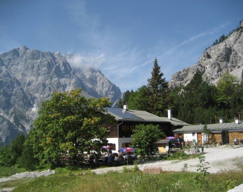 After the descent from Südspitze, you get to Wimbachgrieshütte.