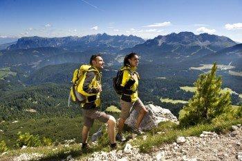 Wanderpaar auf dem Weg zum Weißhorn