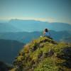 Die Aussicht am Gipfel genießen