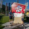 Weltmeister und Olympiamedaillengewinner Dominik Landertinger sowie Juniorenweltmeister und Europameister Felix Leitner sind natürlich schon ein wenig stolz hier verewigt zu sein.