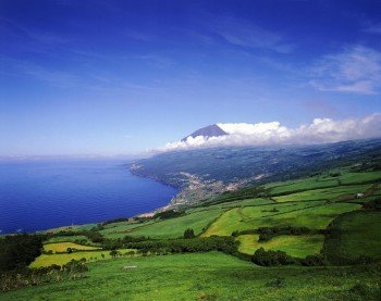 Blick über die Insel Pico auf den Vulkan Pico