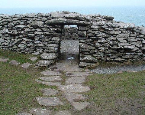 Ein Eingang zum faszinierenden Dunbeg Fort