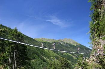 50 m lange Hängebrücke