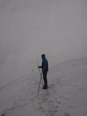 Warme, wetterfeste Kleidung sind hier Pflicht um nicht allein im Schnee zu stehen!