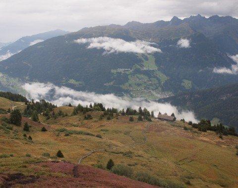 Der Panoramaweg ist die kürzere Alternative als über den Gipfel des Venetberges