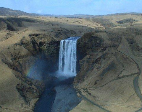 Der Skógafoss Wasserfall aus der Luft