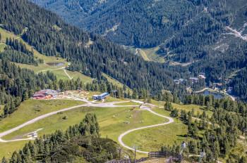 Blick auf die Bergstation der Gamskogelbahn, den Ausgangspunkt der Wanderung.