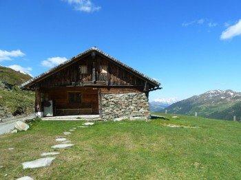 Die Murnauer Hochalm - eine der zahlreichen unbewirtschafteten Hütten, die man während der Tour passiert