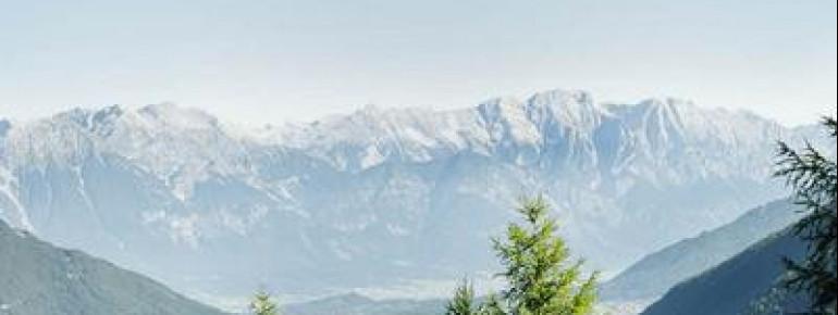 Während der Wanderung erhältst du eine gute Aussicht auf Tirols Landeshauptstadt Innsbruck und die Nordkette.